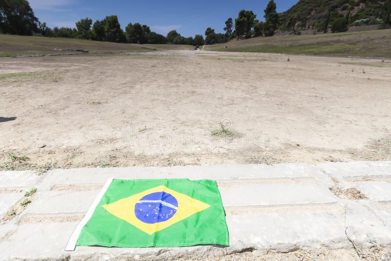 Бразильский флаг для следующих Олимпиад на Олимпии, месте рождения стоковое изображение