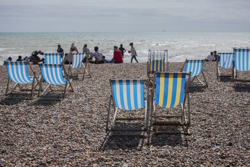 Брайтон, Англия, Великобритания - sunndy день на пляже, июль 2017 стоковая фотография rf