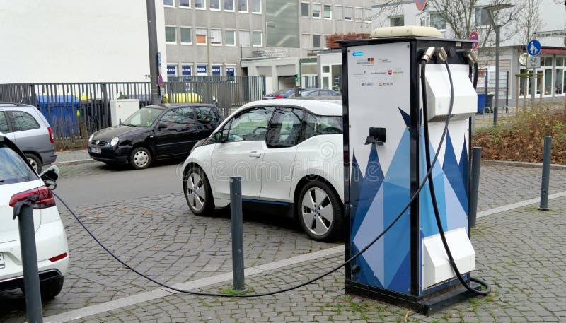 Брансуик, более низкая Саксония, Германия, 27,2018 -го январь: Зарядная станция для электрических автомобилей в Брансуике, Герман стоковое изображение