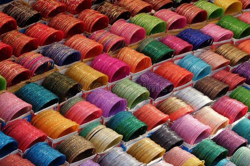 Браслеты на индийском рынке, Rishikesh, Индии стоковое изображение rf