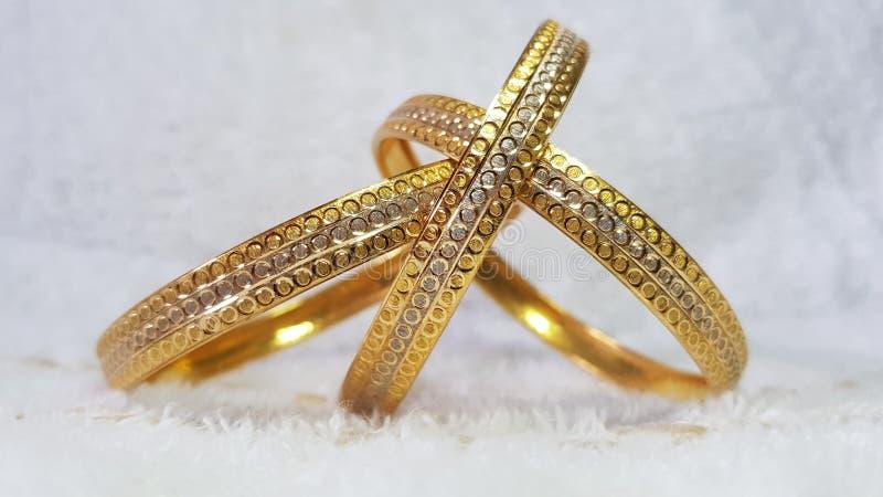 браслет золотистый стоковая фотография