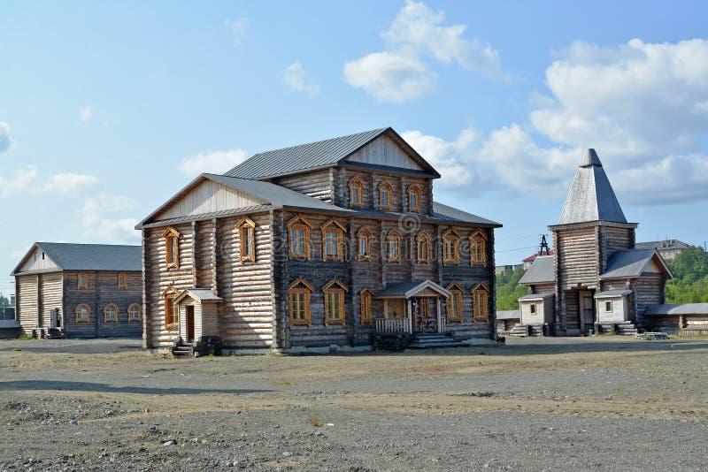 Братский случай и строб монастыря священных и Troitsk Trifonov-Pechengsky человека стоковое фото rf