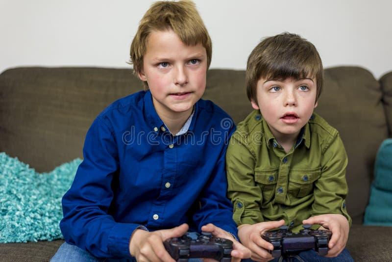 Братья игры стоковые изображения rf
