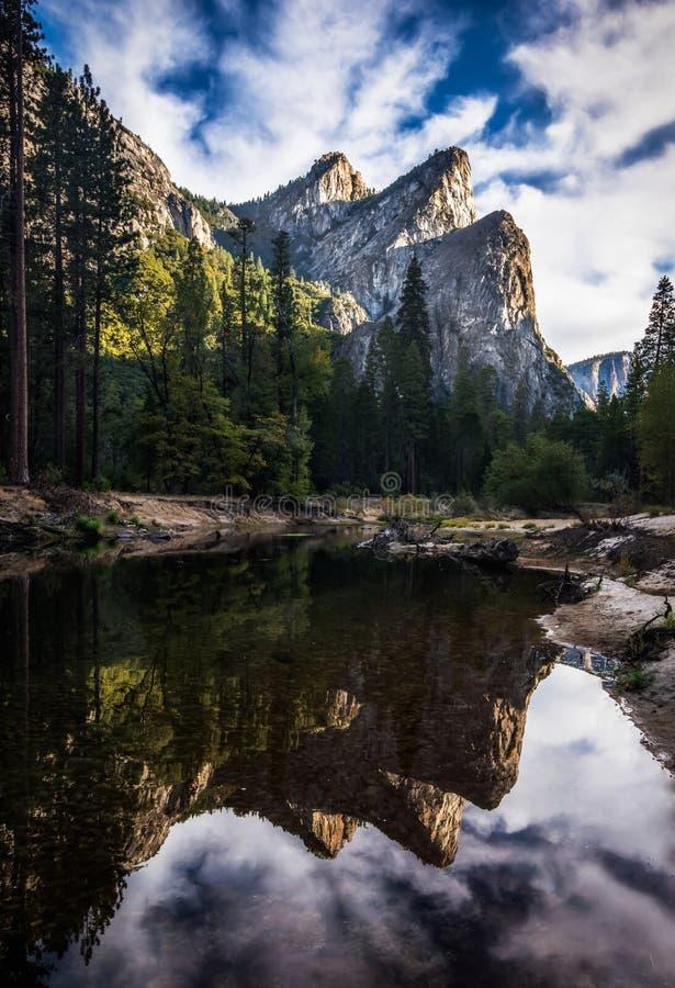 3 брать над рекой Yosemite Merced стоковое фото