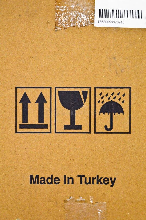 Браун и бежевый покрашенный рифленый картон, предупредительные знаки, штрихкод стоковая фотография rf