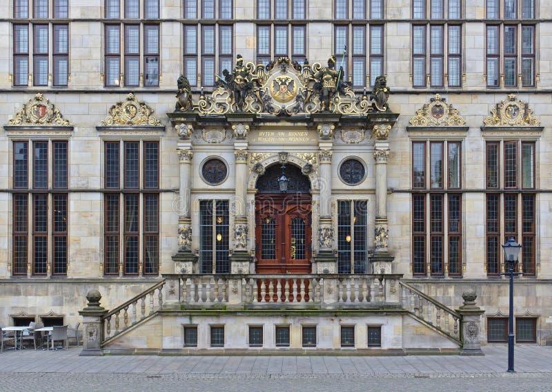 Бремен, Германия - 7-ое ноября 2017 - богато орнаментированный портал входа торговой палаты стоковая фотография