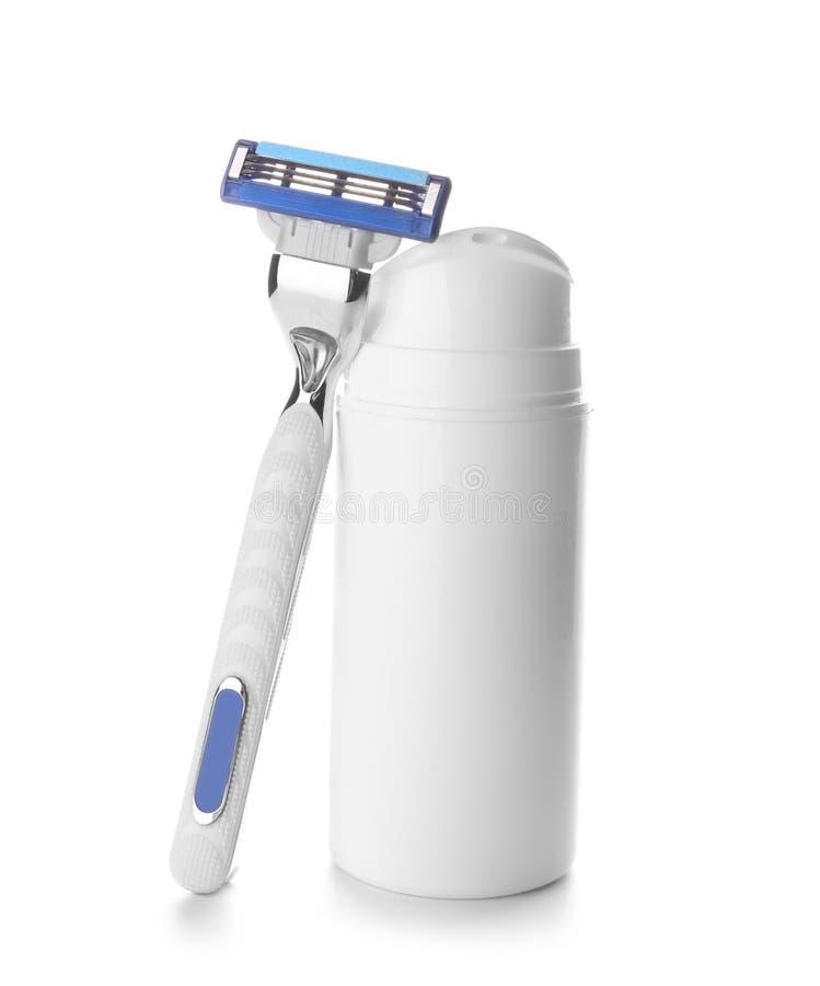 Бритва и бутылка с гелем для брить на белой предпосылке стоковые изображения rf