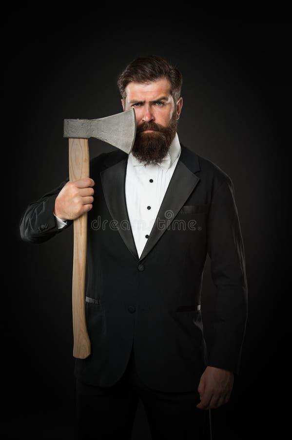 Брить опасную ось Острое лезвие Вырастите усик Растя и поддерживая усик Человек с усиком Борода и стоковое изображение