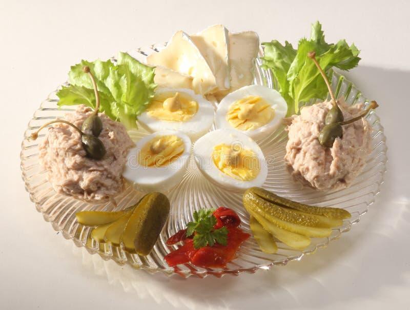 Бри, вареные яйца и pate тунца стоковое фото rf