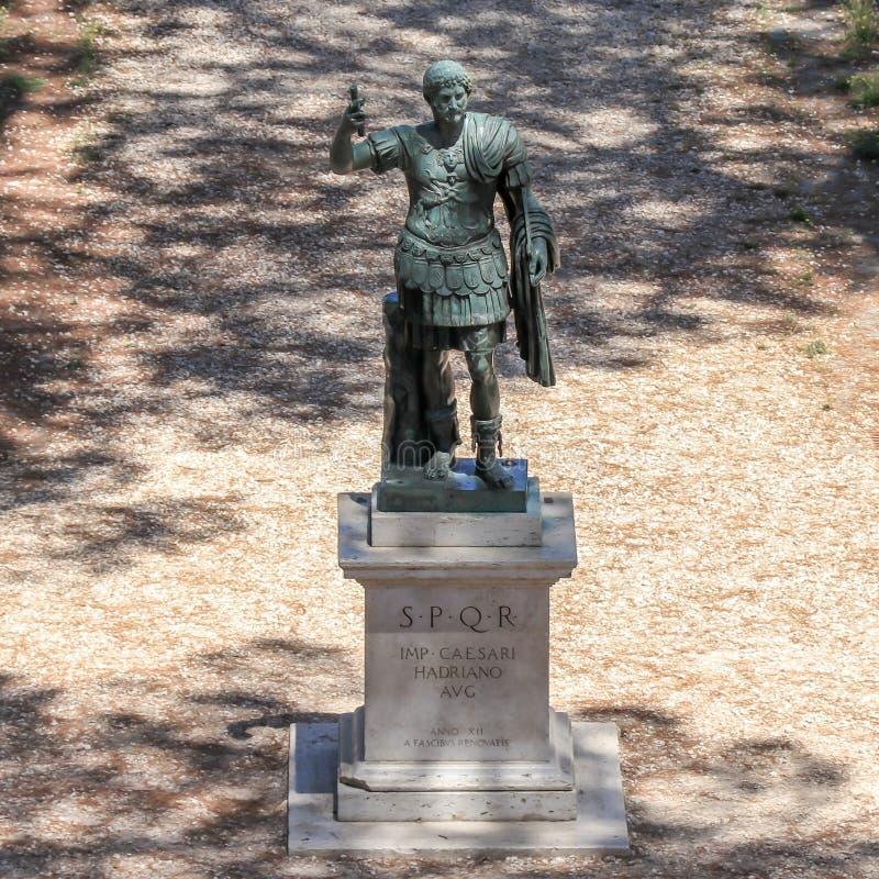 Бронзовая монументальная статуя Imperator цезаря Augustus Hadrian стоковые фото