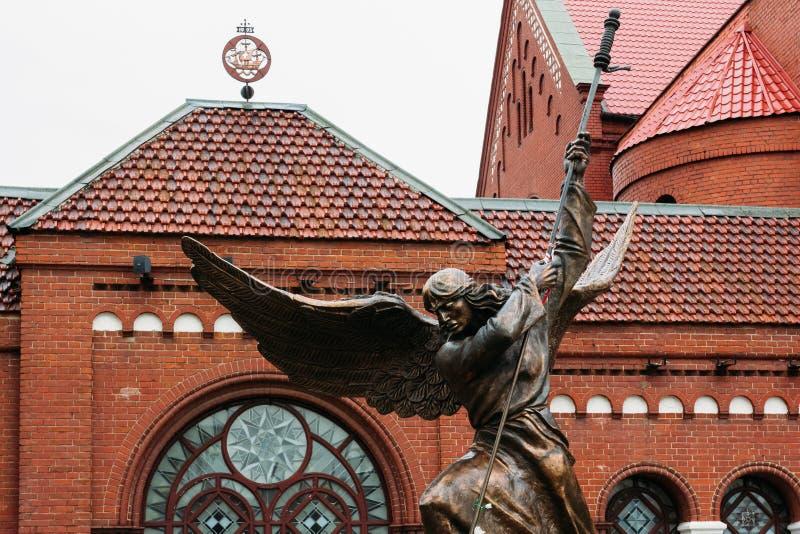 Бронзовая скульптура Архангела Майкл стоковая фотография