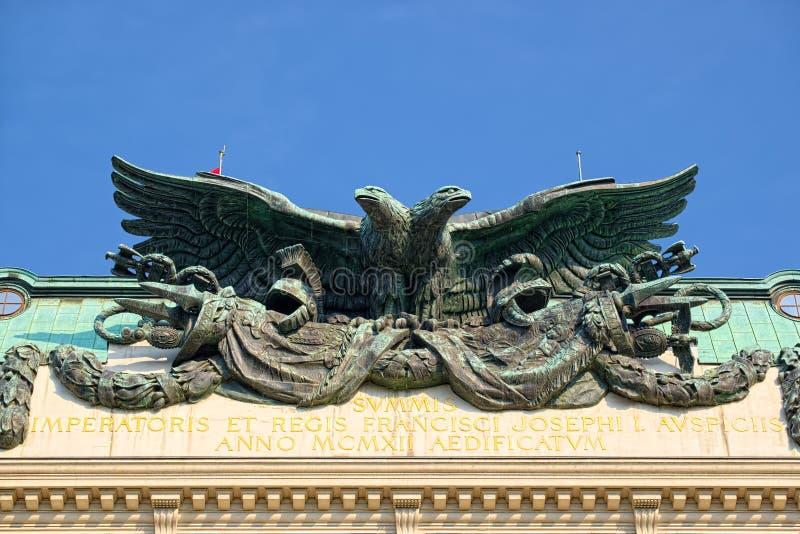 Бронзовая скульптура двуглавого орла, в вене стоковое изображение