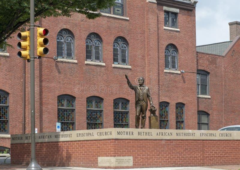 Бронзовая статуя Джордж Alle на епископальной церкви молельни матери африканской методист, Филадельфии стоковые изображения rf