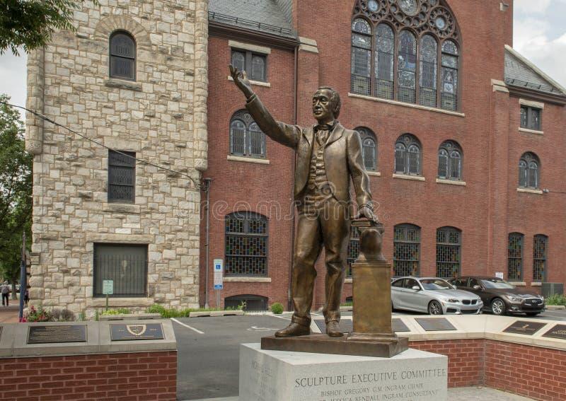 Бронзовая статуя Джордж Alle на епископальной церкви молельни матери африканской методист, Филадельфии стоковая фотография