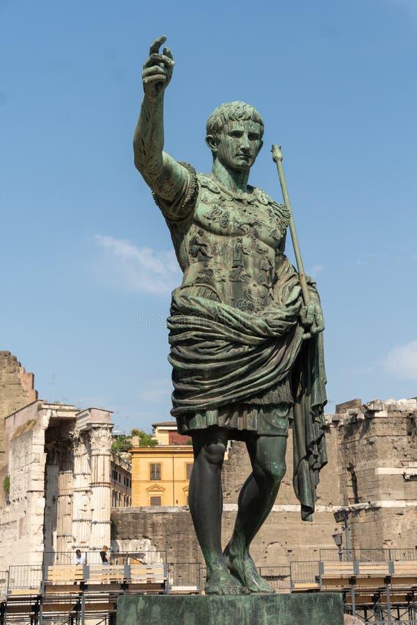 Бронзовая статуя римского императора Augustus цезаря стоковая фотография