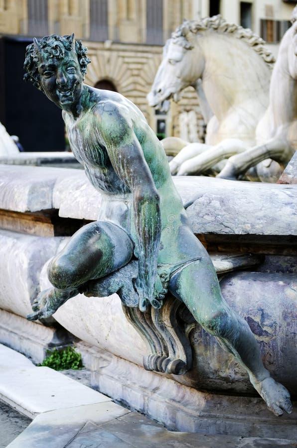 Бронзовая статуя сатира, деталь фонтана Нептуна стоковые фото