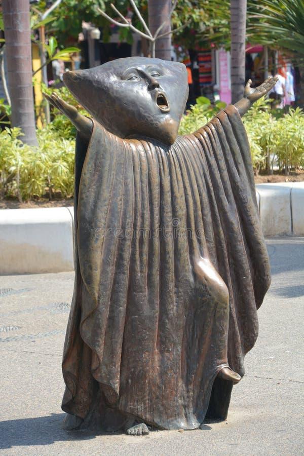 """Бронзовая статуя """"Searching для  Reason†стоковое изображение"""