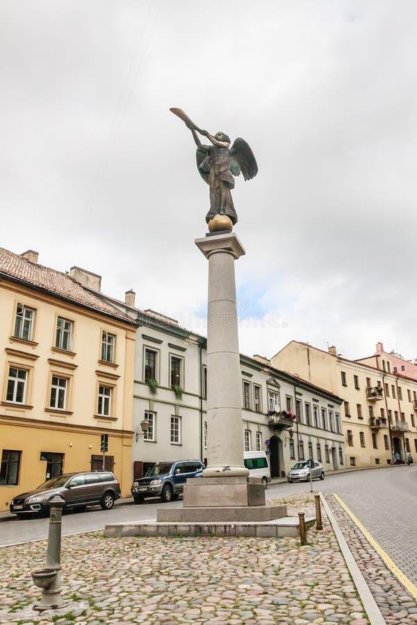 Бронзовое Анджел - один из символов художников Uzupis республики vilnius стоковая фотография rf