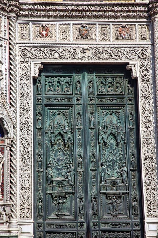 бронзовые символы florence Италии duomo двери собора стоковая фотография