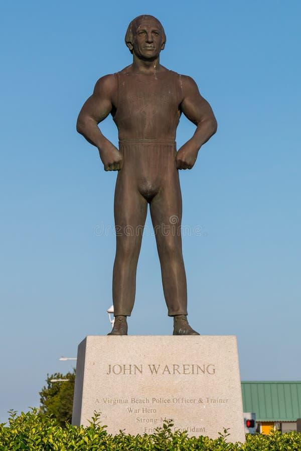 Бронзовый памятник удостаивая Джона Wareing на променаде Virginia Beach стоковые фото