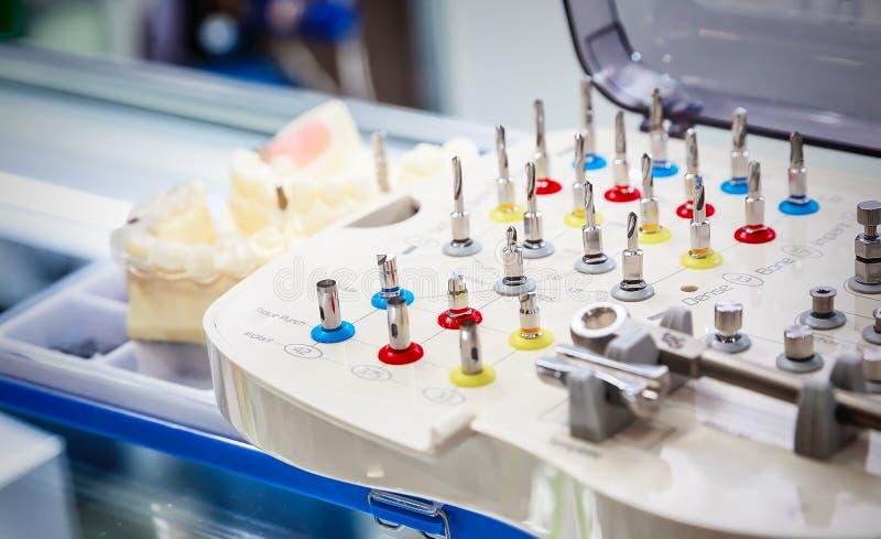 Бросания dentures стоковое изображение rf