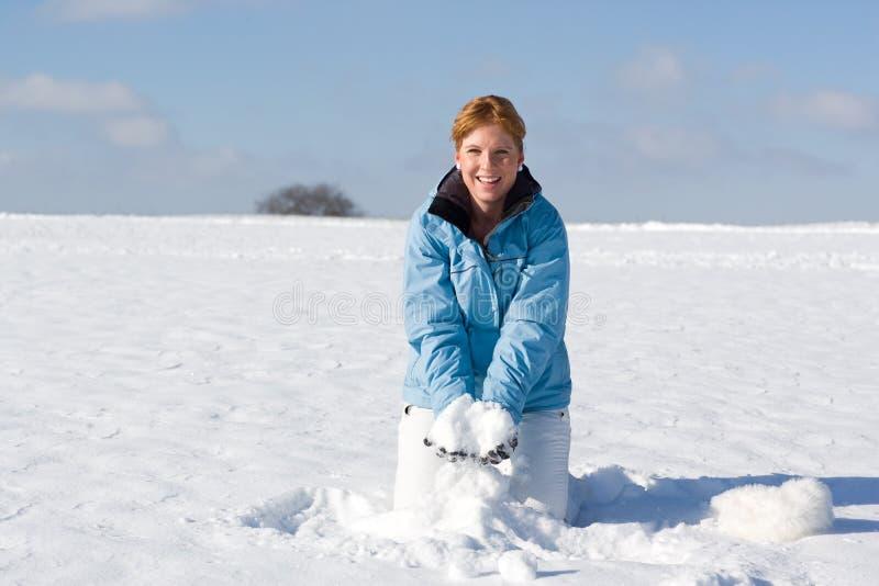 Бросая снежок стоковое фото rf