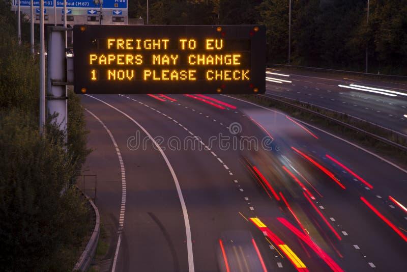 Брошит-Фрейс-Фирма UK Motorway Сигналь На Рассвет Или Душк стоковая фотография