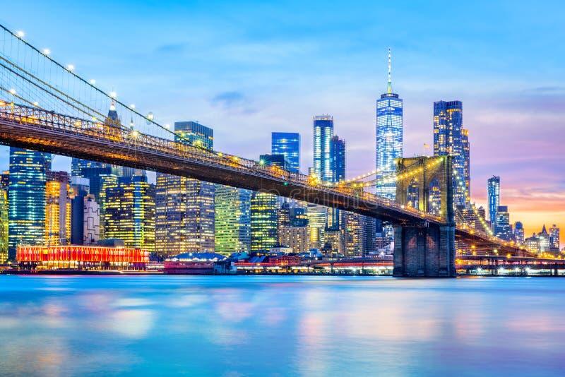Бруклинский мост и более низкий горизонт Манхаттана стоковое изображение
