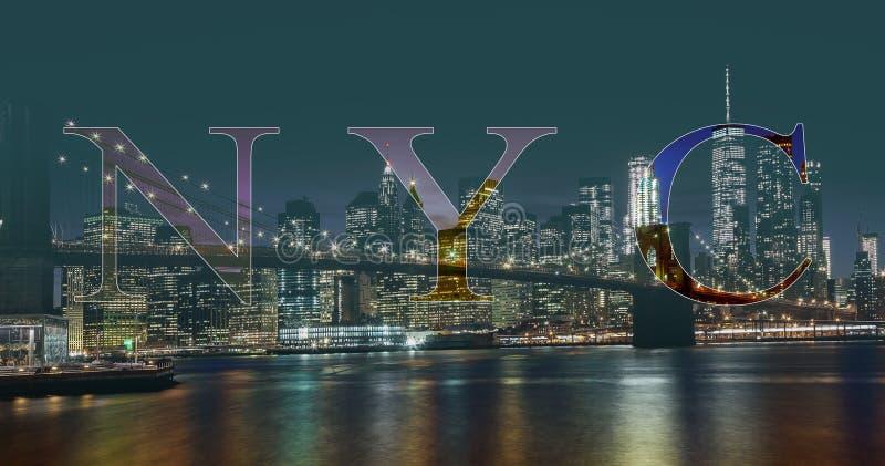 Бруклинский мост и ноча горизонта Манхаттана, Нью-Йорк стоковое фото