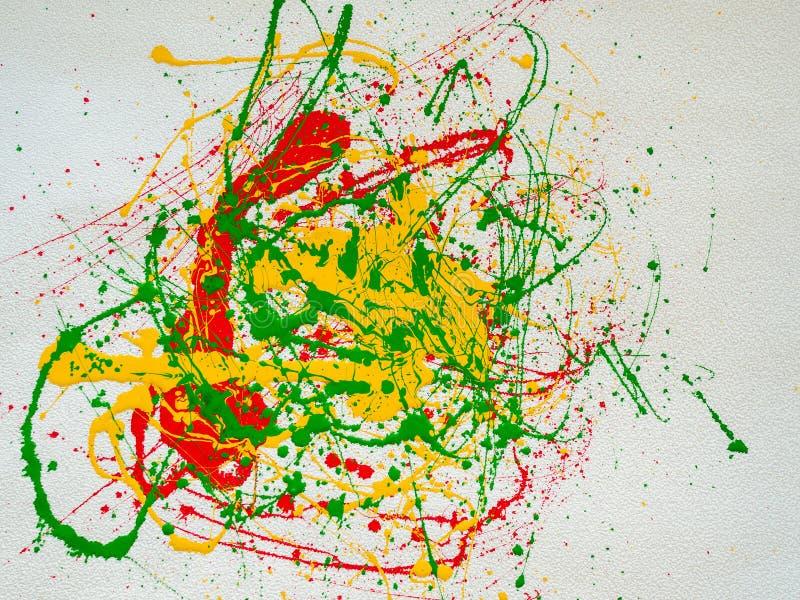 Брызгает красной и желтой зеленой краски на белой предпосылке бесплатная иллюстрация