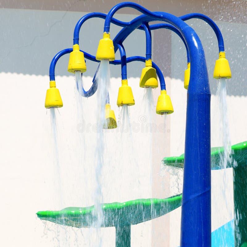 Брызните пусковую площадку или sprayground в аквапарк для детей, концепции бассейна предпосылки деятельности при детей Фонтан в a стоковые изображения