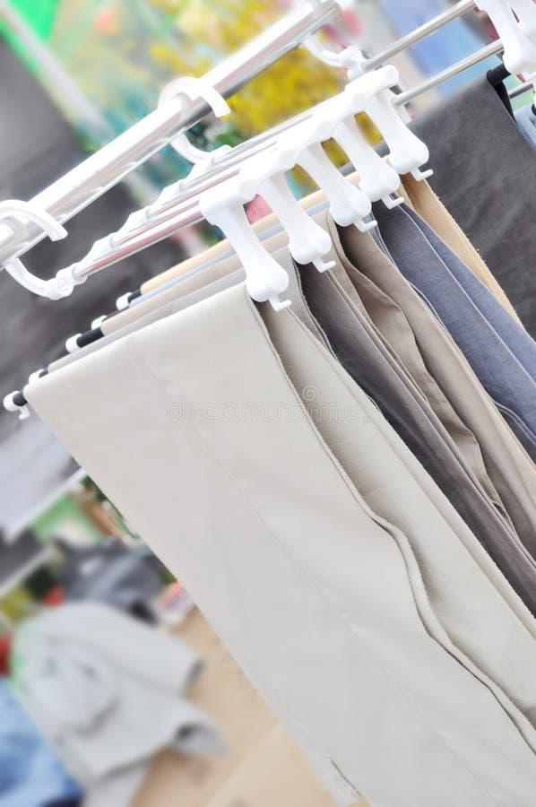 брюки вешалки стоковое фото rf