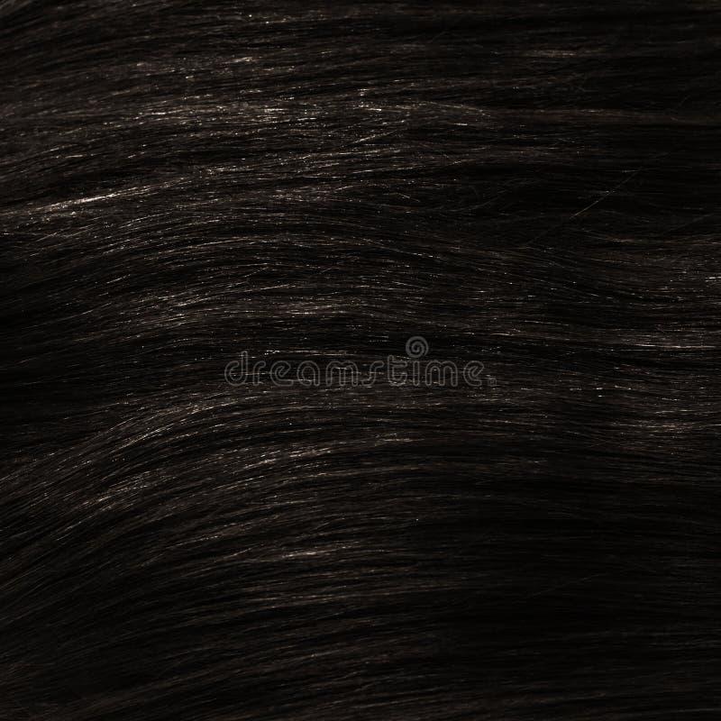 Брюнет темного коричневого цвета здоровое зажим-в текстуре волос стоковая фотография
