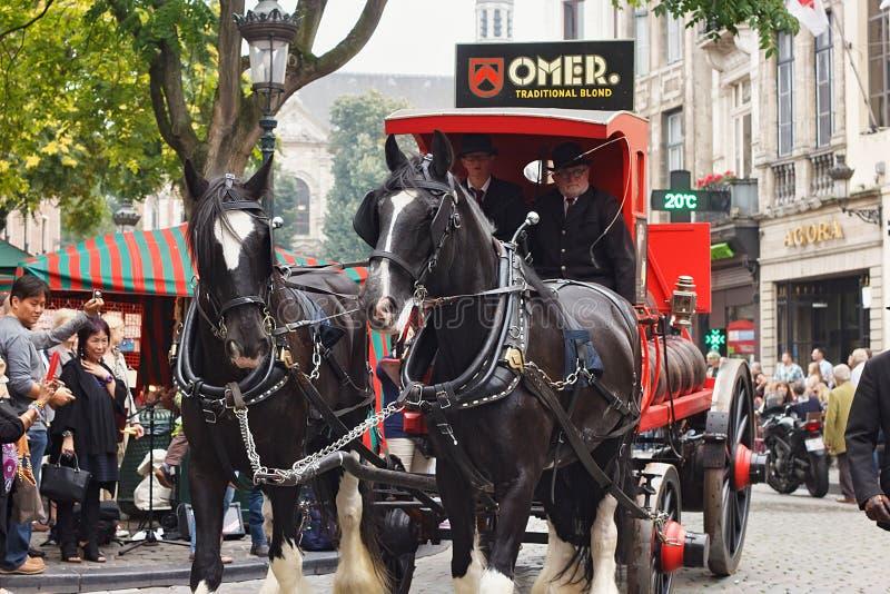 БРЮССЕЛЬ, БЕЛЬГИЯ - 6-ОЕ СЕНТЯБРЯ 2014: Представление бренда Omer с экипажом лошади во время парада изготовителей пива стоковое изображение
