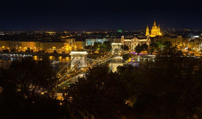 Будапештский мост через цепь ночью стоковые фото