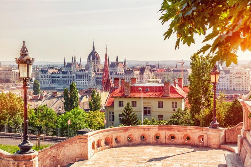 Будапешт, Венгрия Красивый панорамный взгляд от рыболовов стоковые изображения