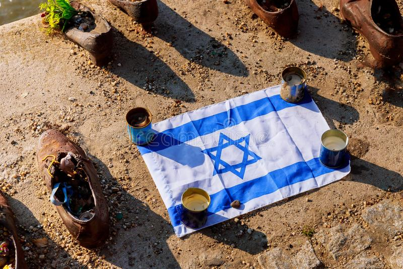 Будапешт, Венгрия обувает мемориал Дунай, чествуя невиновную съемку евреев стоковая фотография rf