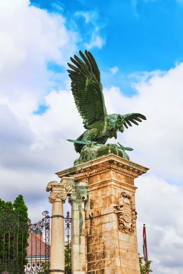 БУДАПЕШТ, ВЕНГРИЯ 3-ЬЕ МАЯ 2016: Скульптура орла Attila с стоковое фото