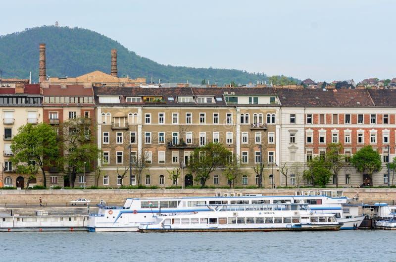 Будапешт старое Buda и элегантный бич они разделены Дунай Правый берег - Buda Он высокоросл и холмист в Будапеште стоковое фото rf