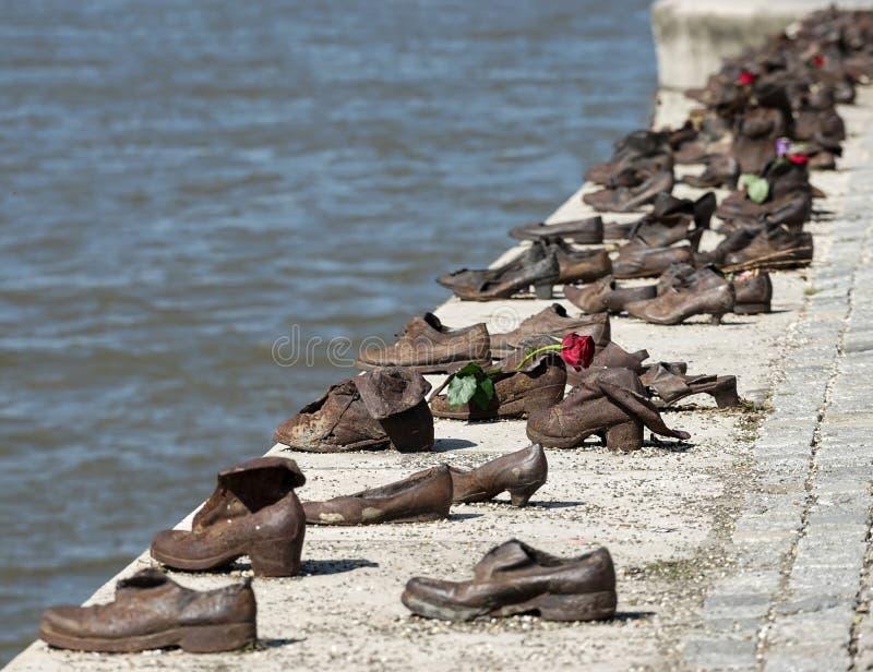 БУДАПЕШТ, HUNGARY/EUROPE - 21-ОЕ СЕНТЯБРЯ: Утюг обувает мемориал к стоковое фото rf