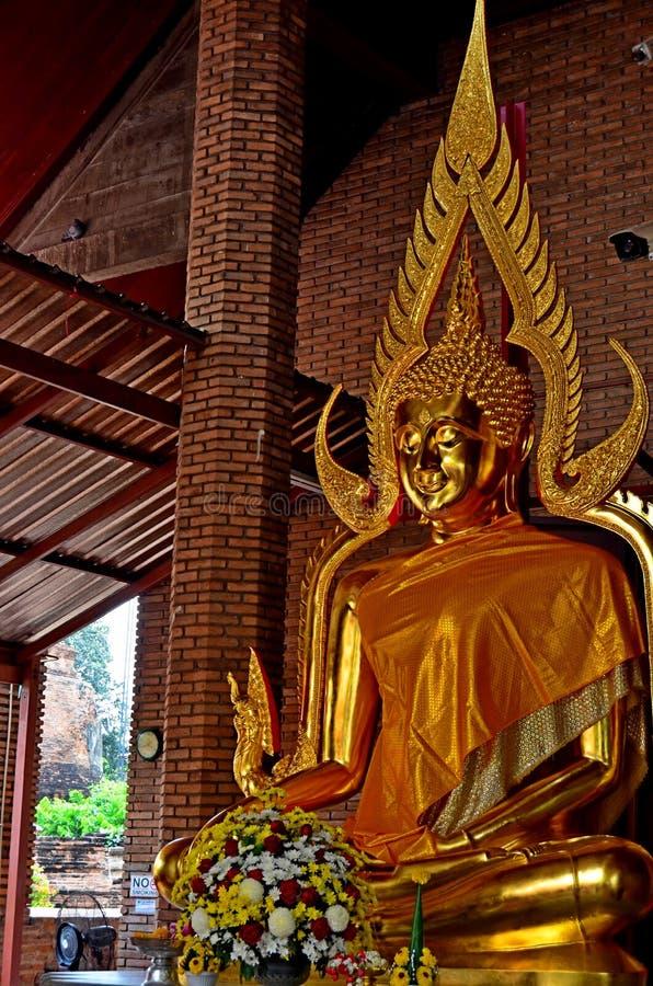 Будда отображает на висках в Ayutthaya, Таиланде стоковое фото