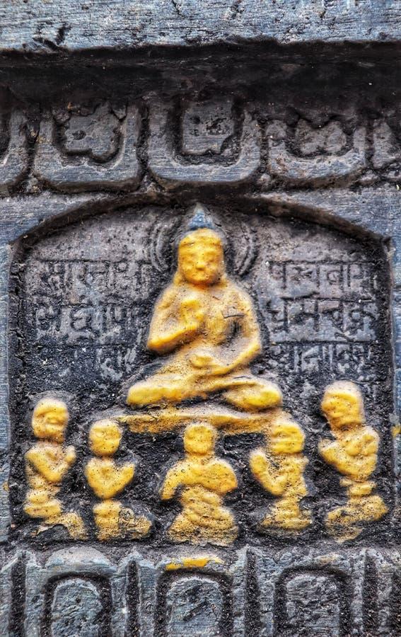 Будда с монахами стоковые изображения rf