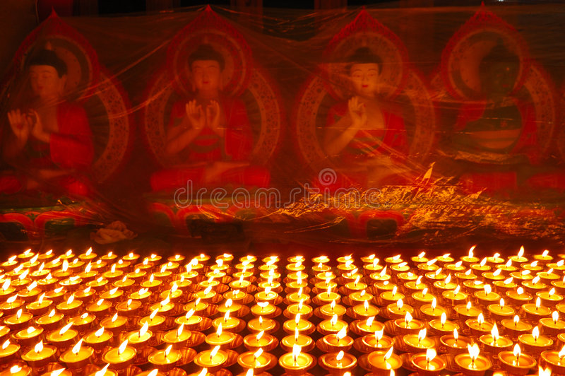 буддийские светильники масла стоковое изображение rf