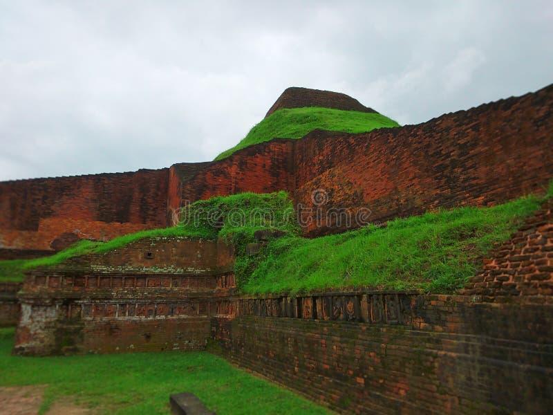 Буддийский Бихар на всемирном наследии Бангладеша стоковые фотографии rf