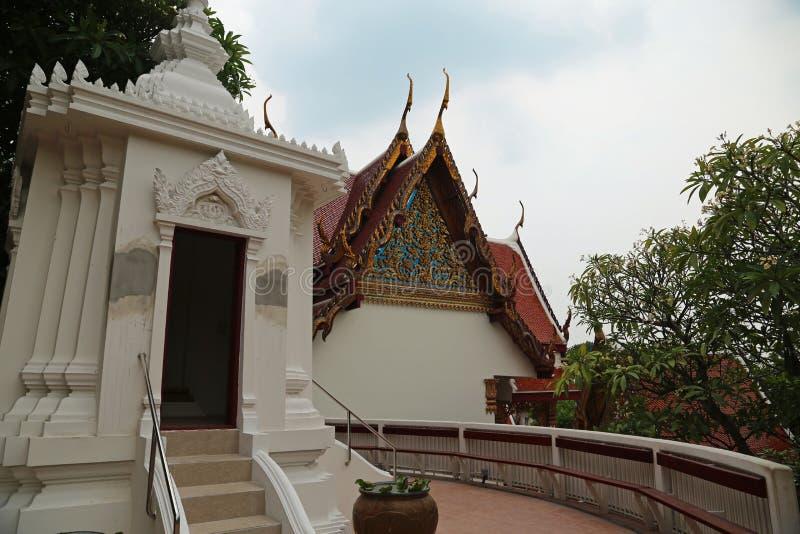 Буддийский висок на Золотой Горе или Wat Saket в Бангкоке, Таиланде стоковое изображение rf