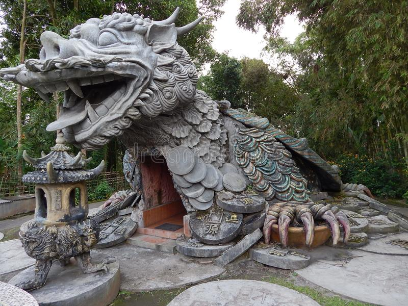 Буддийский висок с архитектором дракона форменным стоковые изображения rf