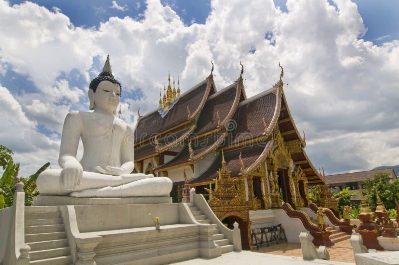 буддийский висок mai chiang тайский стоковые изображения rf