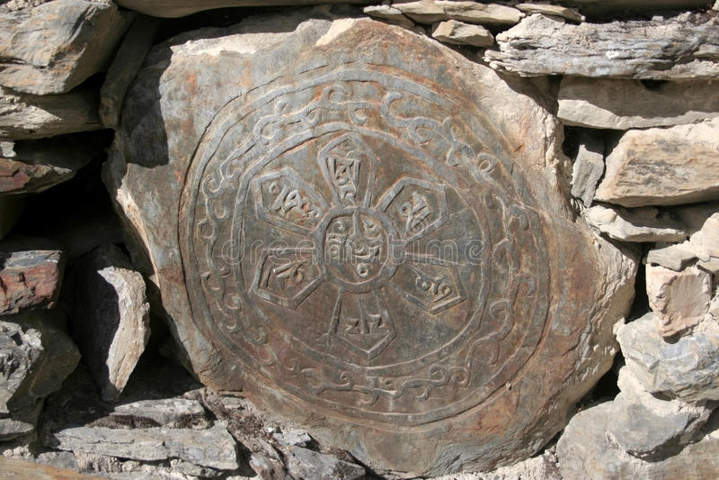 буддийский тибетец камня mani стоковая фотография rf