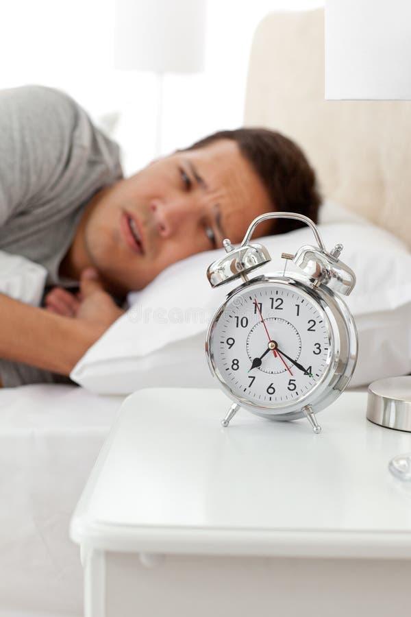будильник его смотря человек несчастный стоковое фото rf