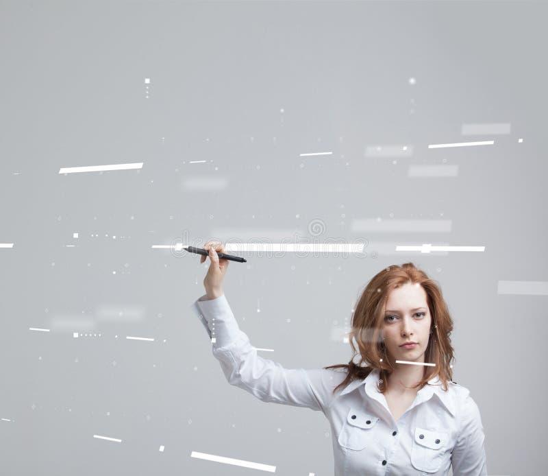 будущая технология Принципиальная схема кнопки interface Женщина работая с футуристическим интерфейсом стоковая фотография rf